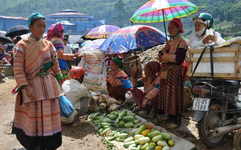 Can Cau market - Sapa (3)