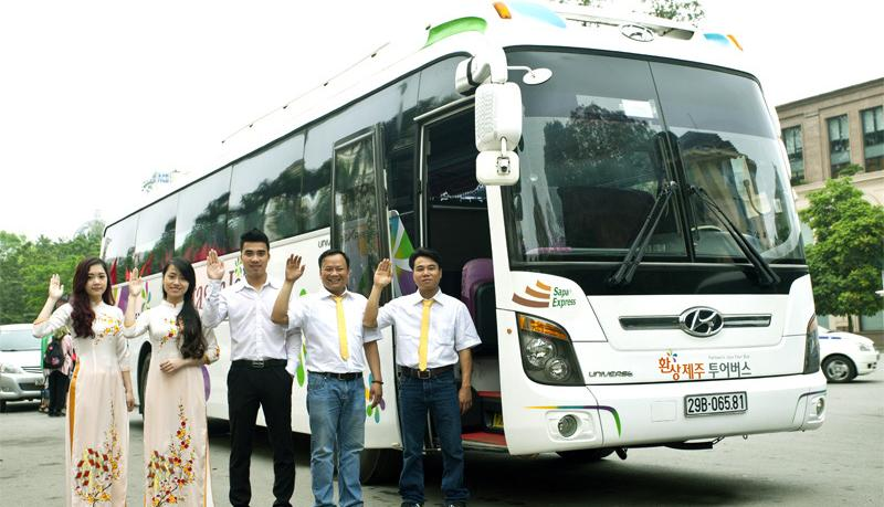 Sapa bus follows Noi Bai - Lao Cai highway